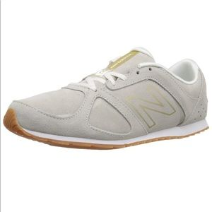New balance 555 gold and white shoes